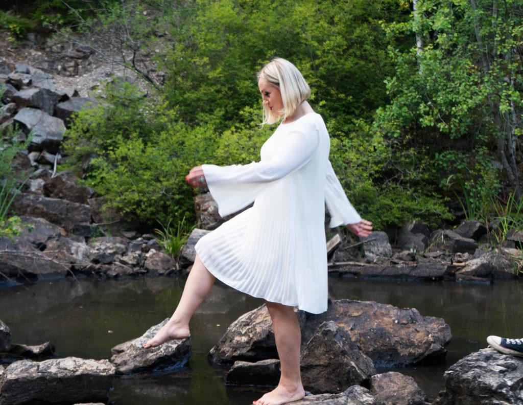 Katharina läuft über den See